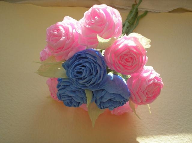 Цветы из проволоки и цветной бумаги