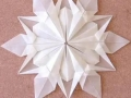 snezhinki-origami-svoimi-rukami-2.jpg