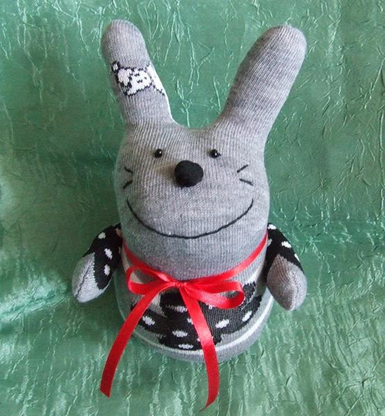 Игрушка из носка заяц