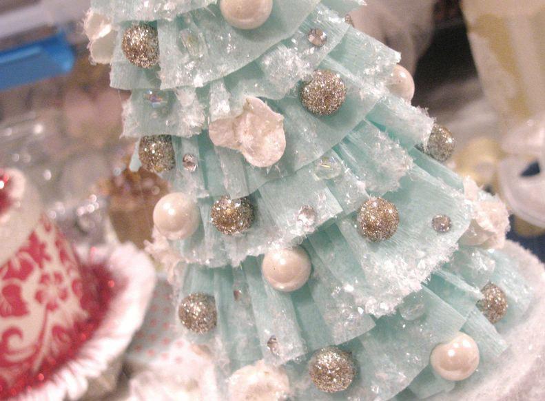 елка изгофрированной бумаги