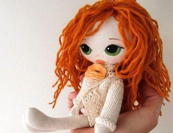 куколка с зелеными глазами
