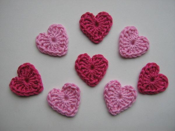 Плоское сердечко, вязаное