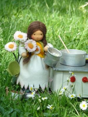 кукла и ромашки из шерсти