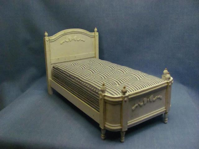 кроватка для куклы из пенопласта