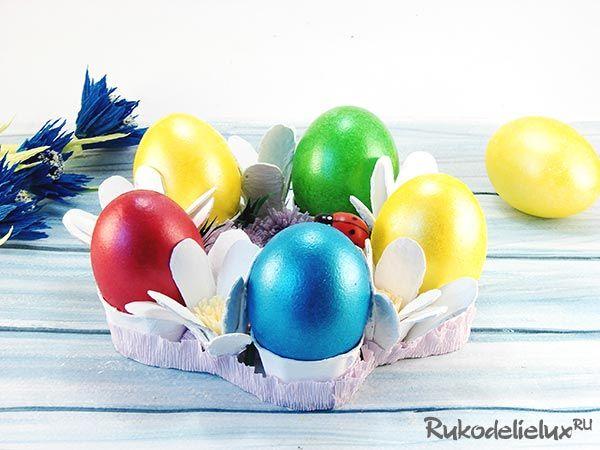 Поделка с крашенными яйцами