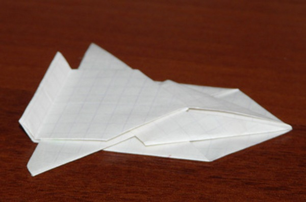 гоночная машина из бумаги