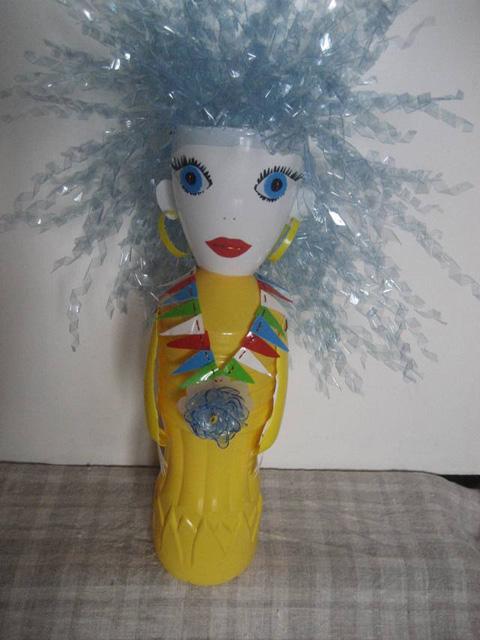 кукла из пластиковых бутылок