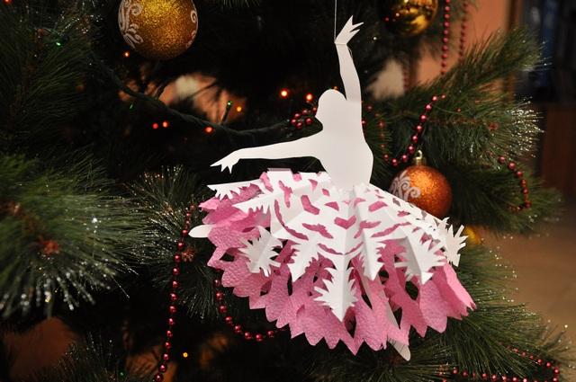 Балерина в пачке из снежинки-5