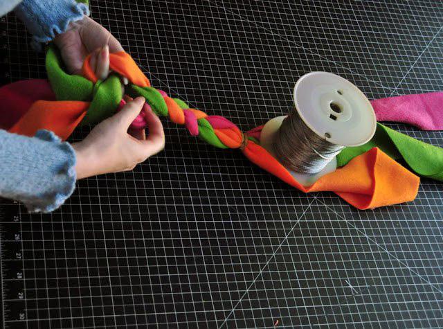 Плетеная игрушка из флиса для собаки-2