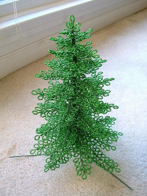 Кружевная елка из бисера-2