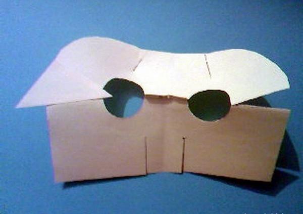 Сгибаем картон для маски