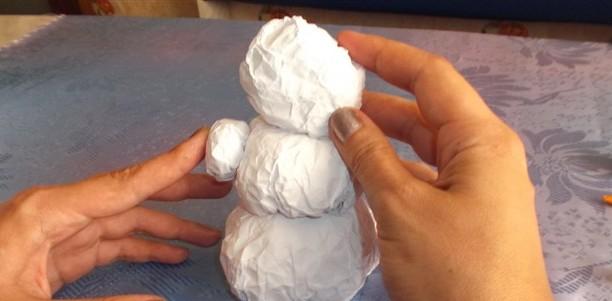 Склеиваем бумажные шарики