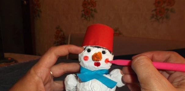 Рисуем лицо снеговичка