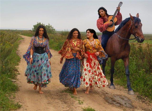 Картинки по запросу цыганский костюм