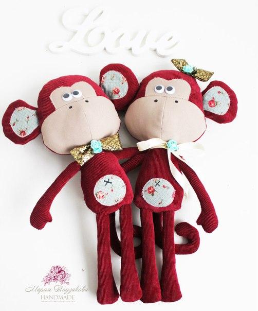 новогодние влюбленные обезьянки
