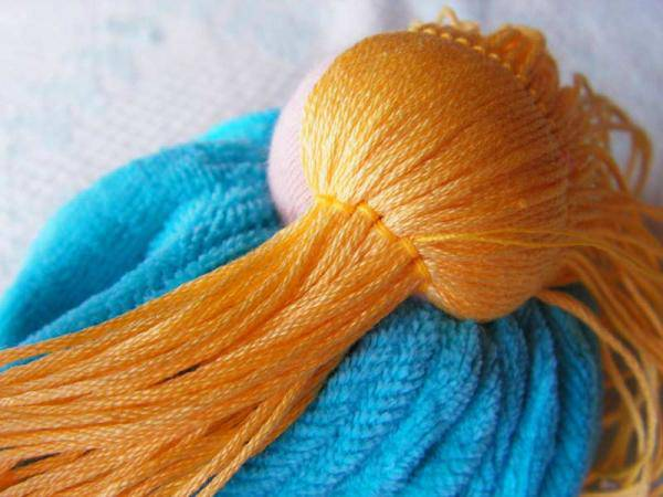 как сделать волосы кукле из пряжи пошаговое
