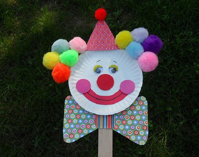 Голова клоуна из бумажной тарелки