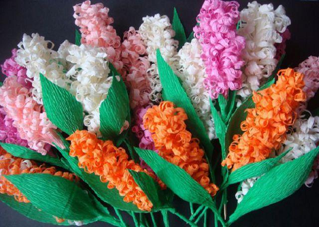 idei-podelok-gofri-08 Цветы из гофрированной бумаги своими руками