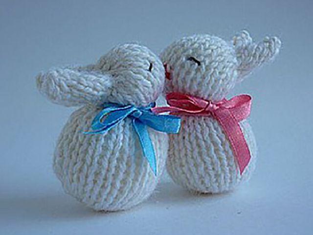 вязаный спицами заяц или кролик подробные мастер классы и идеи