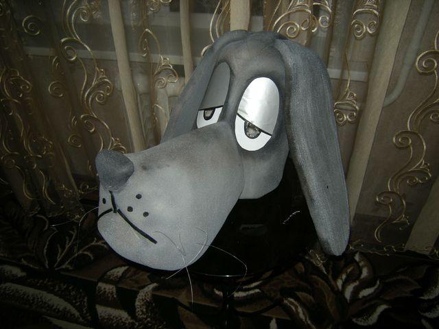 маска собаки, изготовленная из поролона