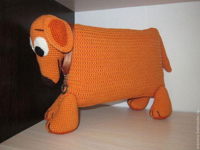 вязаная собака из подушки