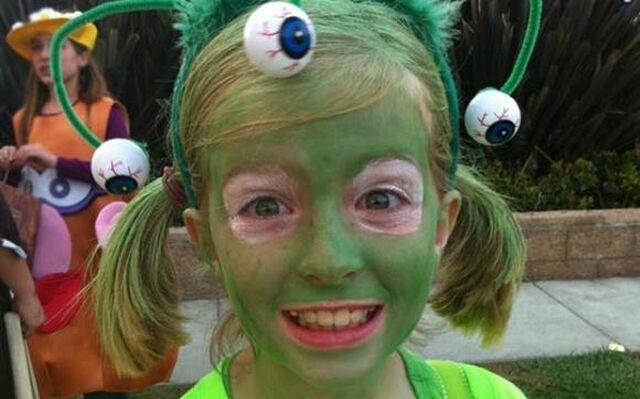 Девочка с макияжем инопланетянина