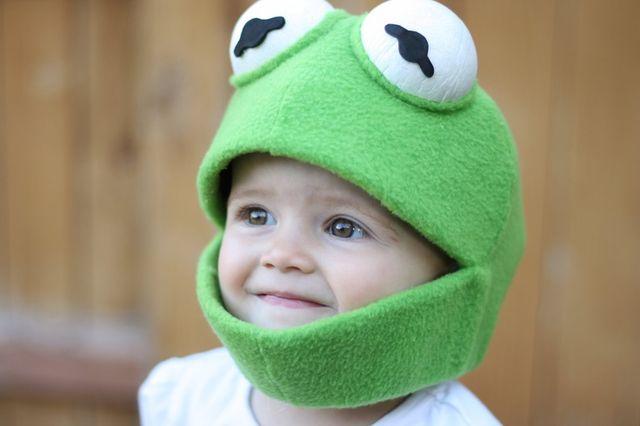мальчик в маске лягушка