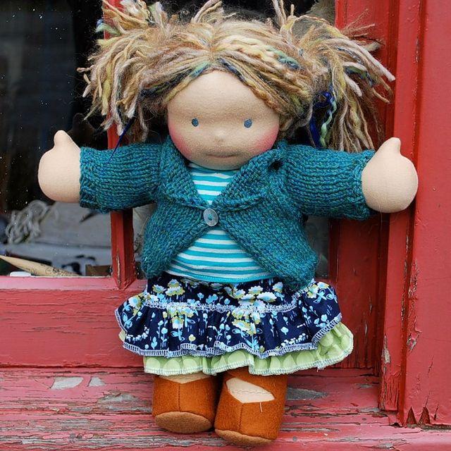 Одетая вальдорфская кукла