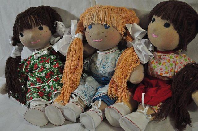 Три куклы с одеждой