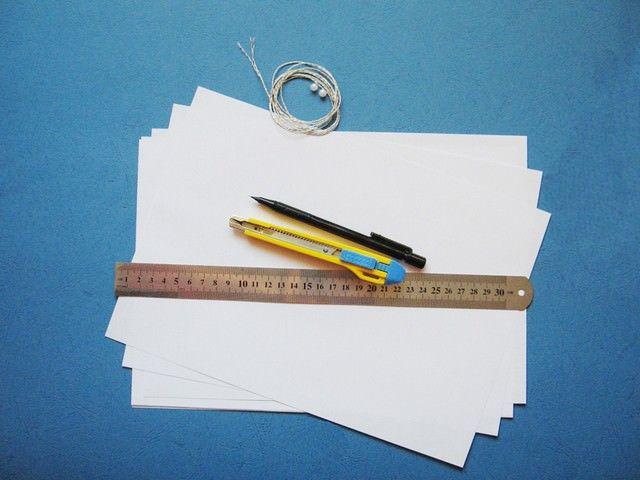 Бумага, линейка для поделки