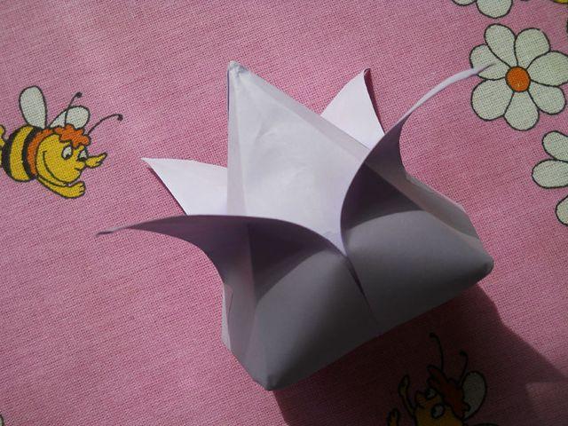 Бутон бумажного цветка