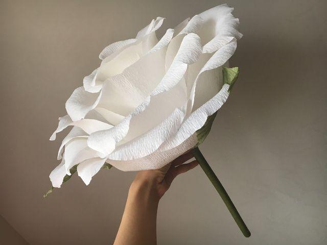 roza-bolshaya-gofrirovannoy-bumagi Как сделать розу из бумаги? Легко и быстро делаем бумажную розу своими руками