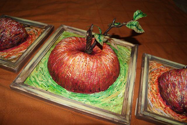 Картина с яблоком