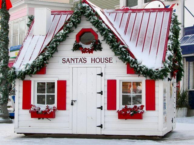 Дом и трон Деда Мороза своими руками, новогодний румбокс || Домик из потолочной плитки пошагово