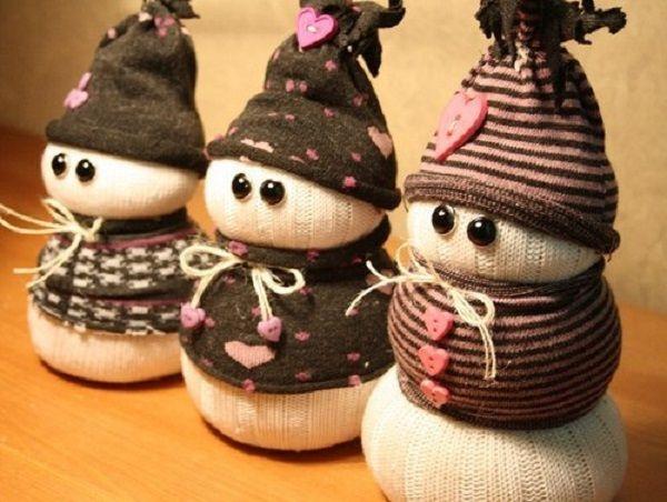 снеговики из носков