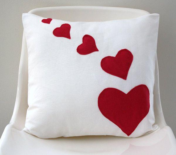 аппликация сердце на подушке
