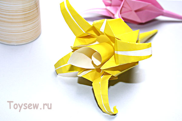 изящная лилия оригами